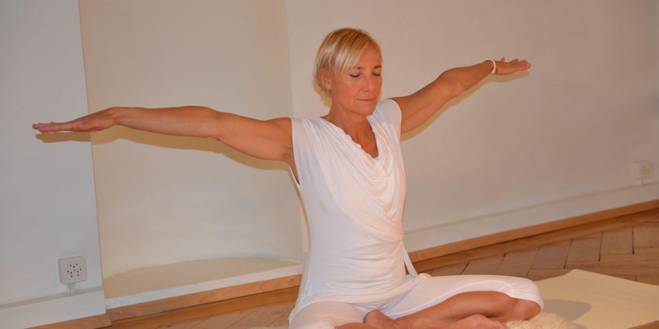 Die besondere Yogatherapie Lifechangingyoga by Julia Schregel in Zürich - Meilen. Ganzheitliche Yoga Kurse, Kundalini, Yogatherapie, Gesundheit & Ernährung