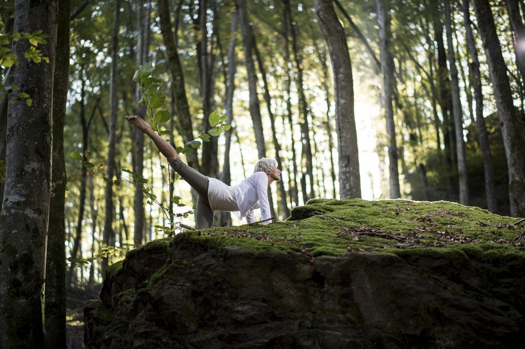 Verbindung zur Natur & Yogatherapie bei Ängsten, Burnout & chronischer Stressbelastung mit Lifechangingyoga by Julia Schregel in Zürich - Meilen. Ganzheitliche Yoga Kurse, Kundalini, Yogatherapie, Gesundheit & Ernährung